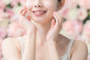【顔型パーツ診断®】顔型カーヴィタイプの特徴と似合うファッションスタイル【フェイスライン曲線】