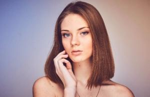 【顔型パーツ診断®】顔型シャープタイプの特徴と似合うファッションスタイル【フェイスライン直線】