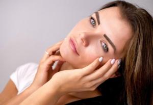 【顔型パーツ診断®︎】顔パーツニュートラルタイプの特徴と似合うファッションスタイル【フェイスパーツ・中間】